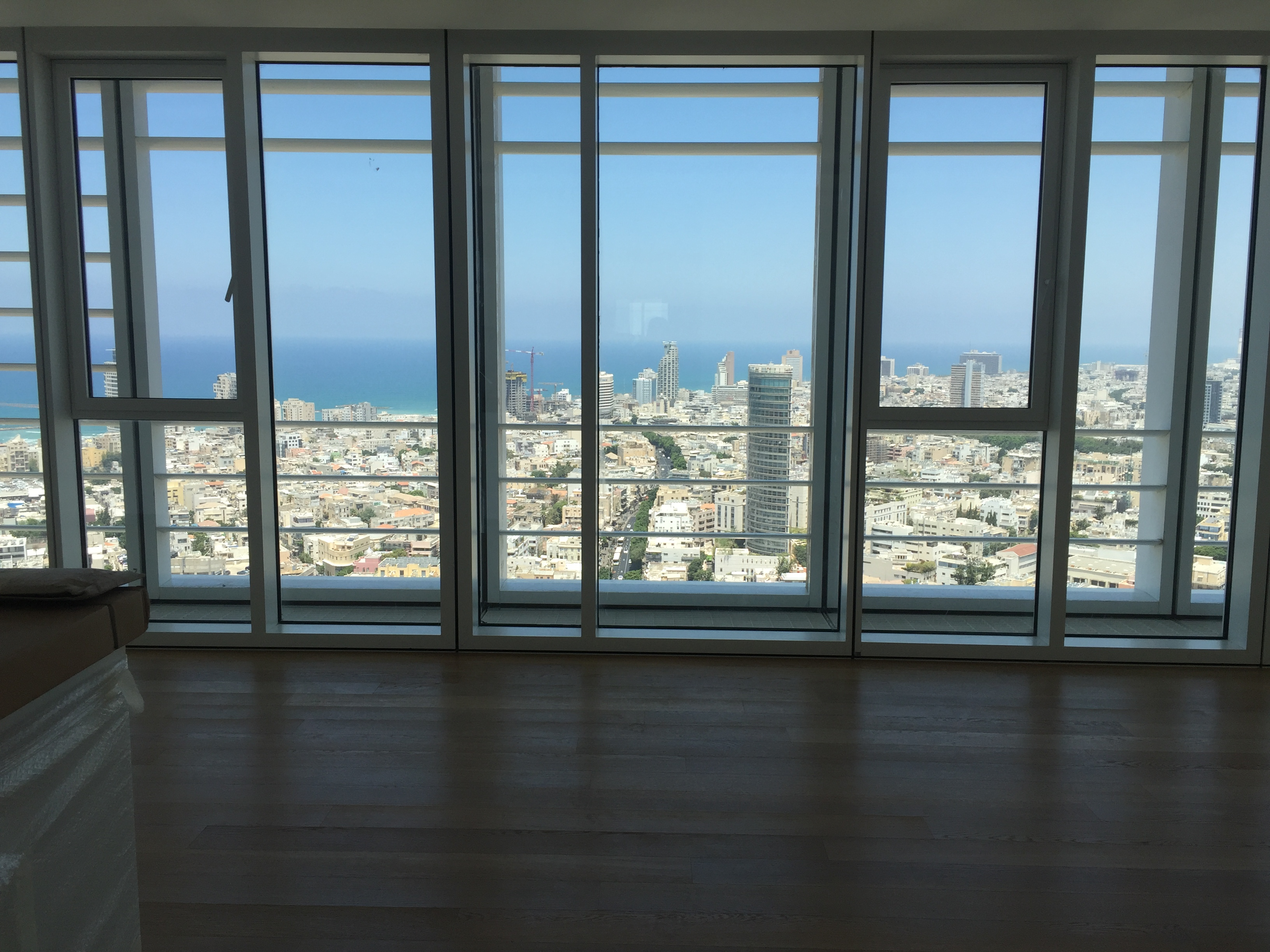 Perfect 5 room in Meier on Rothschild Tower